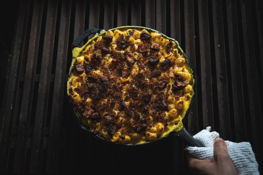 baked mac and cheese in cast iron skillet