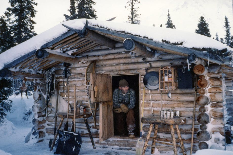 Richard_Proenneke_in_his_cabin (1)