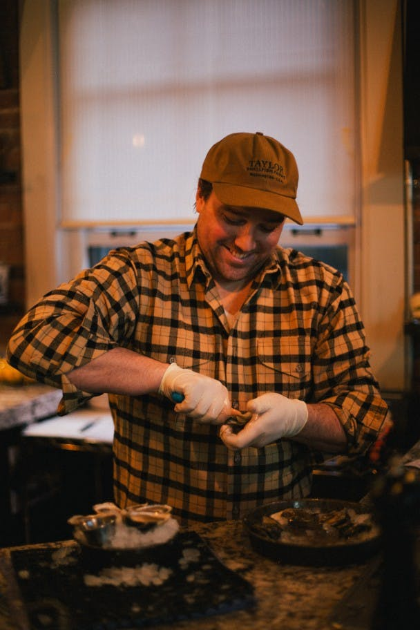 How-To-Shuck-Oysters-Filson-10